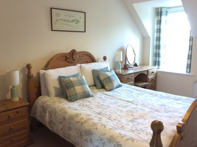 Kingsize bright and cosy bedroom