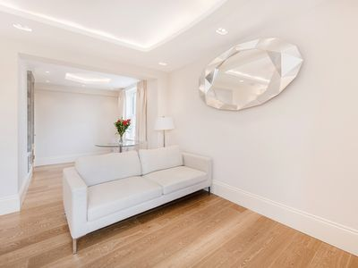 Photo for Bright & Modern Apartment in Elegant Fulham - Ready for Wimbledon!