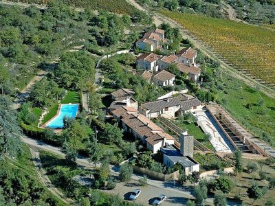 Photo for Spacious cottage in the heart of Chianti with wonderful views
