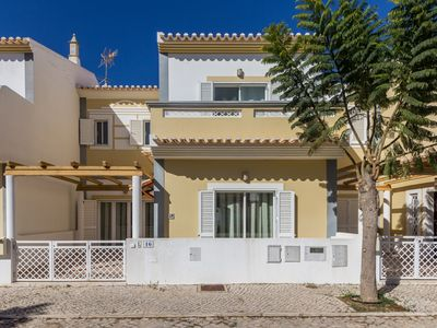 Photo for 3 bedroom villa with private pool and Wi-Fi