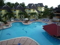 Apartment and swimming pool first class