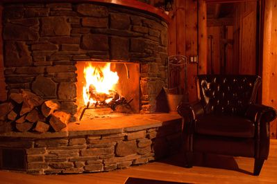 10 Min To Windham Classic 4br Log Cabin Mountain