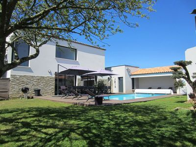 Photo for Villa with spa and heated pool near beach