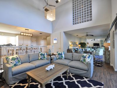 Duval Square Penthouse: A gorgeous condo on Duval St with room for everyone