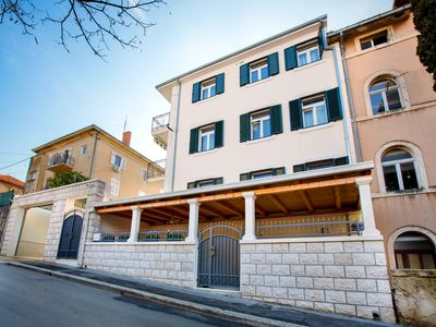 Photo for Charming modern apartment Dora in Split city center