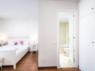 Photo for Modern Apartment - Plaza Catalunya Nice and Comfy 3.2