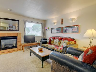 Photo for Red rock condo with patio & access to shared pool, golf, and more!