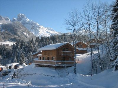 Skier's paradise at 1000m altitude, access to the slopes on foot is possible.