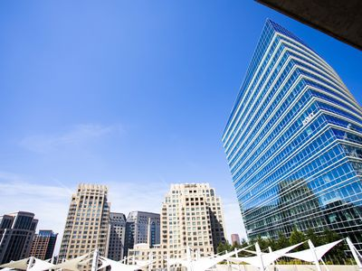 Photo for Uptown Dallas Comfort+ Views + Rooftop Pool & Gym