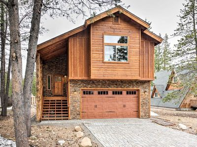 Beautiful South Lake Tahoe Home with Great Mountain Views