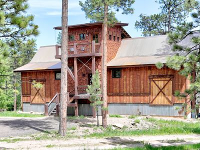 Cabin close to Lead & Deadwood. Hot tub, A/C, wi-fi, Access to Pool!