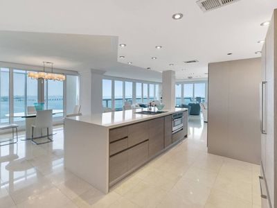 Downtown Miami 2634 | Luxury 2BR Waterfront Condo | Free Valet Parking