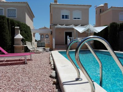 Photo for Detached family friendly villa, private swimming pool, private parking 6-7 pers