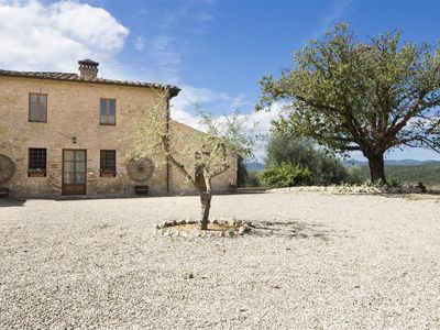 Photo for Belvedere: farmhouse with stunning views, 10m from Siena