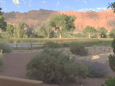Great Patio Views of the Moab Rim and Golf Course Pond