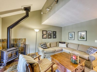 Photo for Charming townhouse w/mountain views, balcony & private laundry