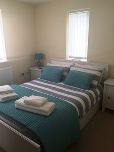 BEDROOM WITH DOUBLE BED AT BLUE SKIES