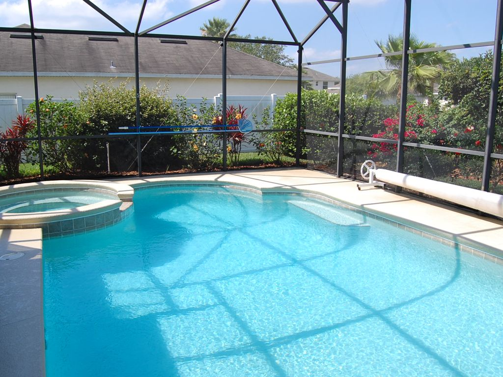 "ALL SUITE MANOR: 5 Bedroom Pool and Spa Home with 80"" TV and 5 Suites!"