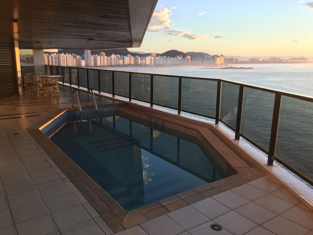 Luxury building on the sea private homeaway jardim for Virtual pool builder