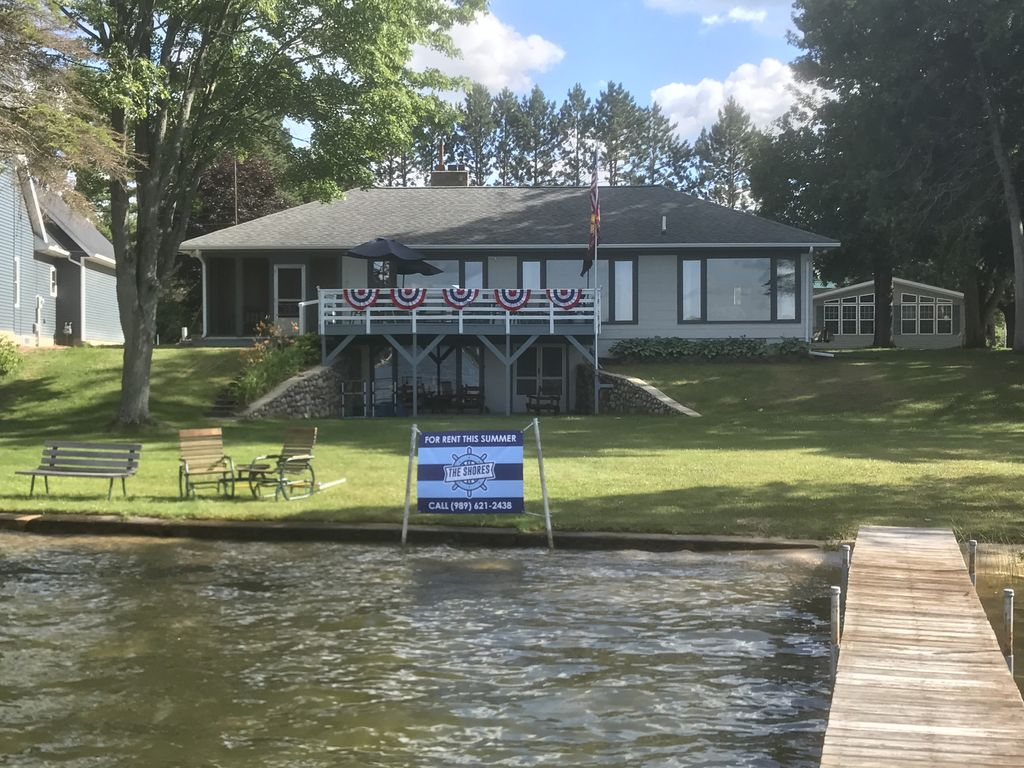 home cottages lakes lakefront cottage active sale auction log michigan realty in northern for great