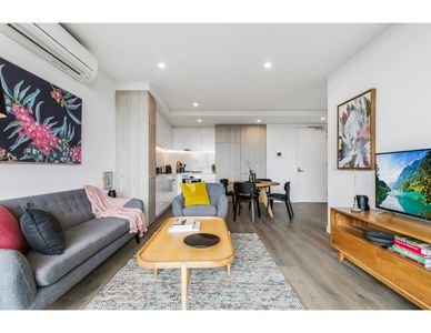 Photo for Boutique north-facing apartment with serious views