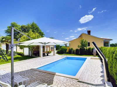 Photo for This 5-bedroom villa for up to 10 guests is located in Pazin and has a private swimming pool, air-co
