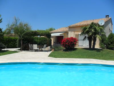 Photo for Villa with swimming pool and lots of privacy near Mont Ventoux and Vaison-la-Romaine