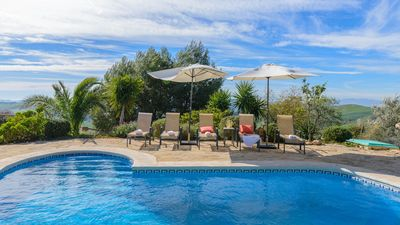 Photo for Rustic holiday home with great pool and barbecue