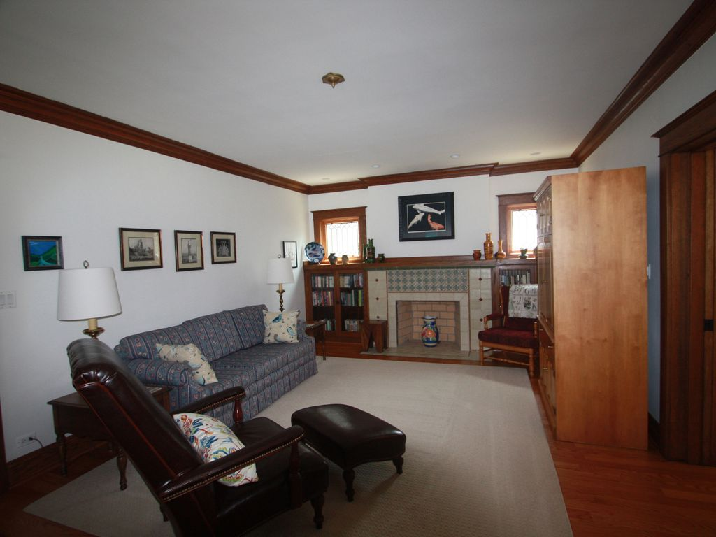 Luxury Apartment Rental In La Grange IL - Well Appointed - Minutes To Chicago