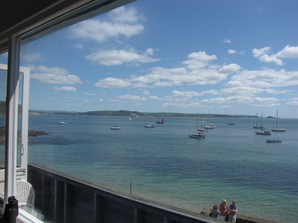E Open Plan Apartment With Stunning Sea Views In Cornwall - An open plan brazilian house with splendid views
