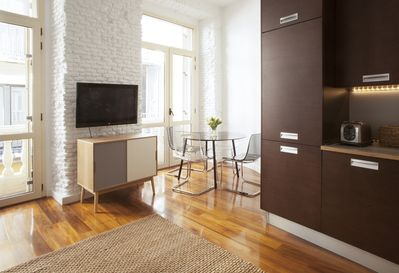 Dining area nook for breakfasts, lunches or dinners in your own Madrid apartment
