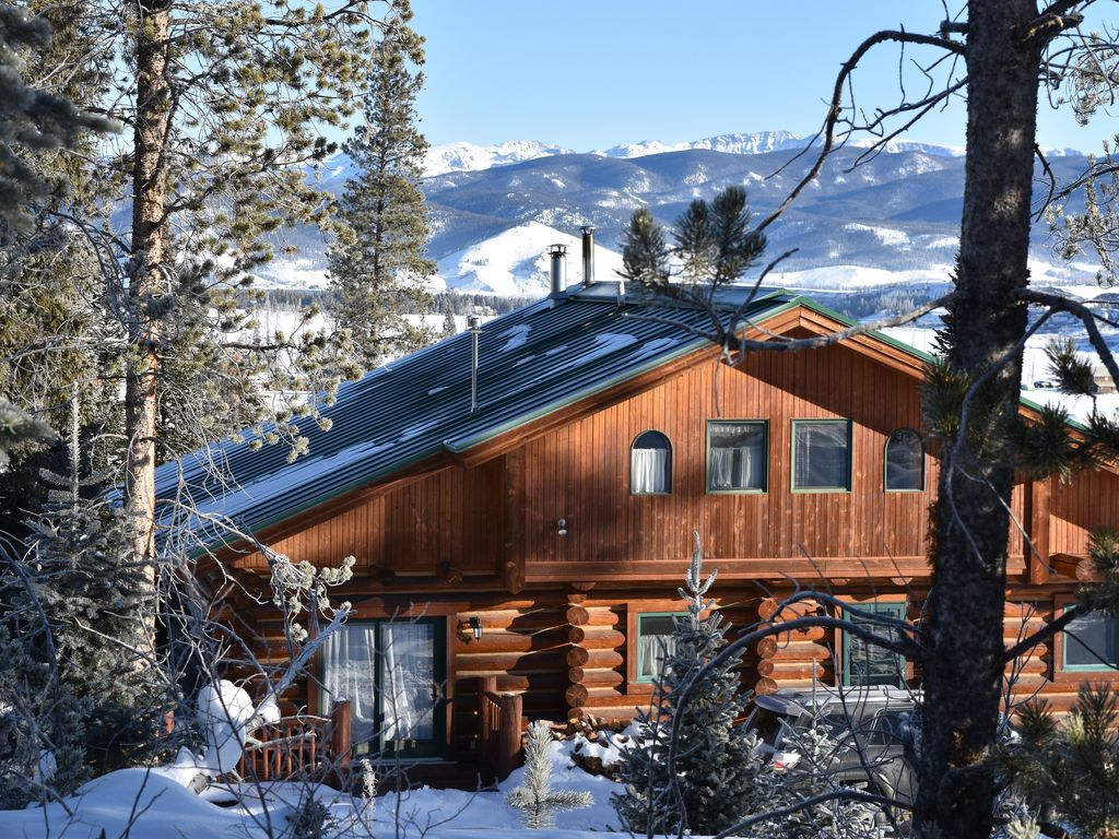 Rustic luxury unobstructed views of the co homeaway for Cabin rentals in winter park co