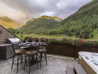 Photo for Rivercrown 4 Luxury Townhome 3 Bd, 3.5 Ba, Sleeps 8, 2.5 blks to Gondola