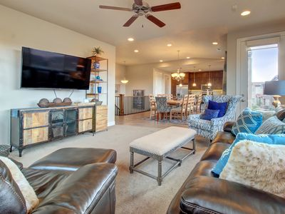 Photo for Spacious home w/shared 2-tiered pool, 20-person hot tub!