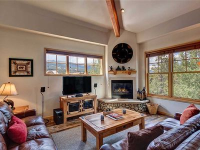 Photo for Close to downtown Breckenridge, vaulted ceilings, walk to mountain, hot tubs!