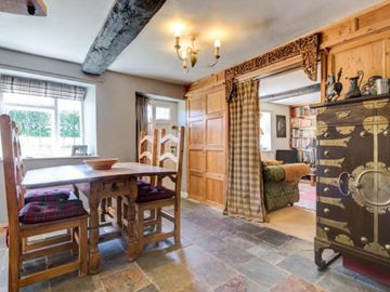 Lovely Cotswold Stone Character Cottage
