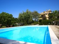 Lovely apartment with superb swimming pool in a great location