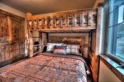 2 King Master Suites - Private Hot Tub - 3 Smart TV's - Pool Table - Minutes from Resorts (RJ1052)