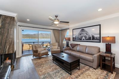 Great Living Room with Lakefront Views