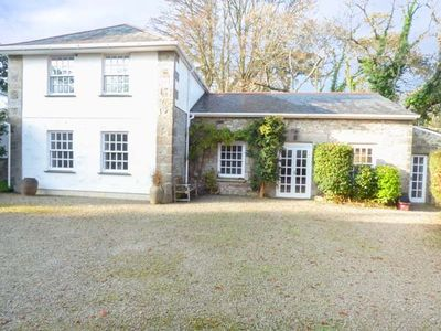 Photo for THE OLD STABLES, pet friendly, with a garden in Falmouth, Ref 924302