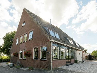 Photo for Traditional farmhouse with stylish interior in rural location nearby Eilandspolder