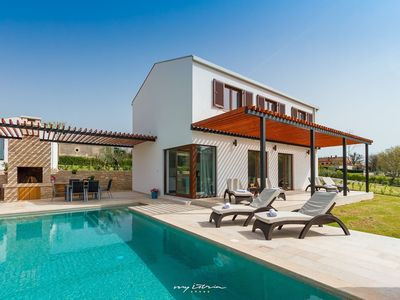 Photo for Modern villa with private pool in Central Istria
