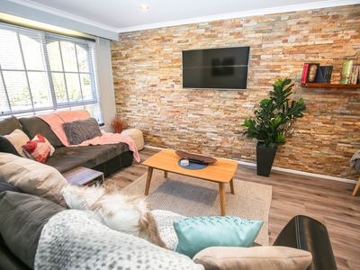 Photo for FIORAS ON DELANY : stylish, pet friendly comfort in central Bright