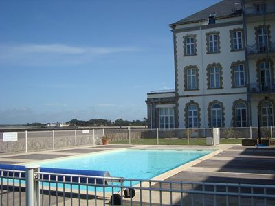 Photo for Résidence Saint-Gcustan, swimming pool and direct access to the beach