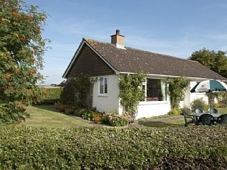 Photo for A pretty detached  bungalow with climbing roses central for north yorkshire