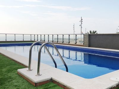 Photo for Badalona New Beach Patí apartment in Badalona with WiFi, private terrace & lift.