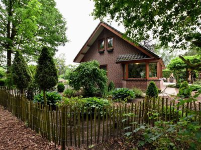 Photo for Detached holiday home with a jacuzzi and sauna on the edge of the forest and the Veluwe