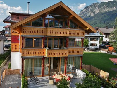 Photo for Central, quiet location, 5-star comfort, south-facing balcony, summer: mountain railway incl.