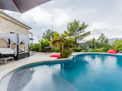 Photo for Superb property at the foot of the Luberon, near Aix en Provence