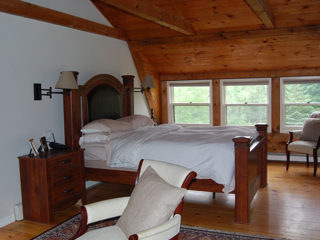 Luxury Stonewall Lodge in Barnard, VT. Killington Mt, Suicide Six, Pico Mt. Ski